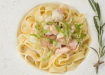 Сливочная паста с лососем и кальмарами